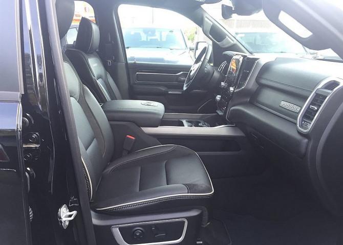 Dodge RAM Quad Cab Laramie Night Luft/12″Navi/22%Zoll bei Baschinger Ges.m.b.H. in